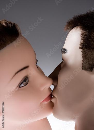 Küssende Puppen