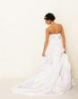 junge Braut von hinten