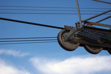 Remontée mécanique, poulies et câbles.