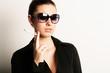 Model mit Sonnenbrille und Zigarette