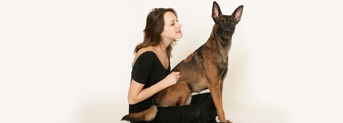 Junges Mädchen mit Hund