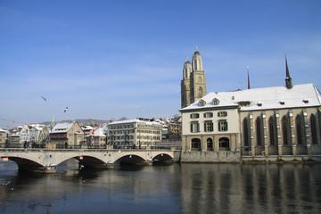Grossmünster, Wasserkirche, Münsterbrücke im Winter; Zürich