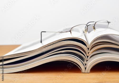 canvas print picture Lesepause und Magazine