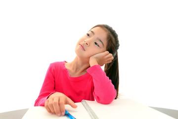 勉強に飽きる女の子