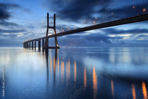 Obraz na Plexi Nascendo o dia na ponte iluminada