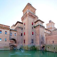 Moat et Castello Estense à Ferrare