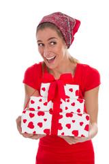 Ein Geschenk von Herzen - Frau in Rot isoliert