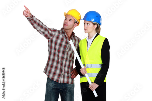 Woman with flat top, pointing to operator