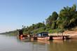 Le ferry en bois qui traverse le Mekong à Champasak