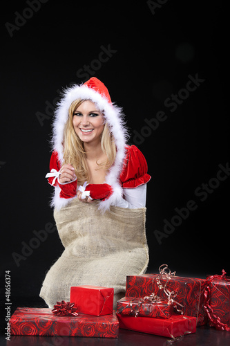 Santa Frau gefangen im Sack