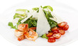 Салат из креветок, помидоров и рукколы