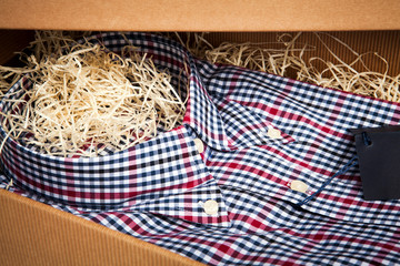 scatola con camicia