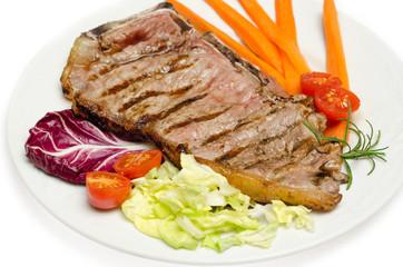 Bistecca di manzo e contorno di verdure