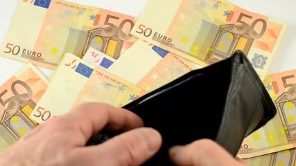 Brieftasche leer, wegen Steuern und anderer Abgaben