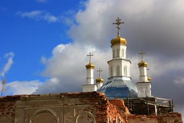 Купола старой православной церкви