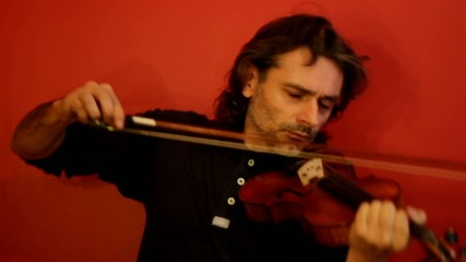 crazy violinist playing an experimental music improvisation