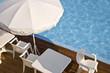 Terrasse au bord d'une piscine