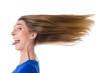Frau - isoliert - vom Wind zersauste Haare