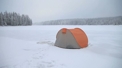 Expedition im Winter in der Wildnis