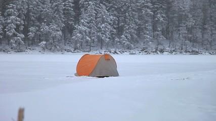 Camping im Winter im Schnee