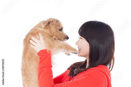 小犬を抱いた女の子