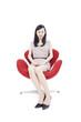 椅子に座った女性
