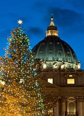 St. Peter's basilica at Christmas (Rome)