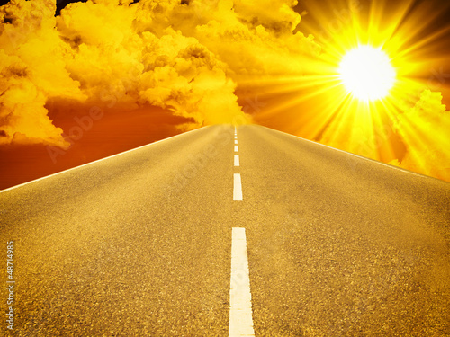 Straße Richtung Sonne