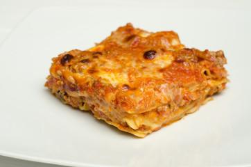 Porzione di lasagne al forno