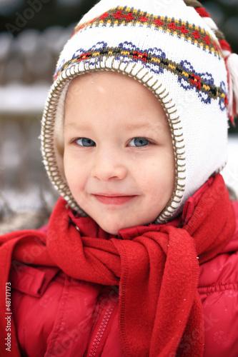 Mädchenportrait mit Winterbekleidung