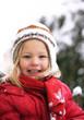 Mädchen im Winter lachend