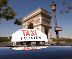 Taxi parisien, fond arc de triomphe