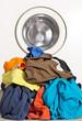 Schmutzwäsche vor der Waschmaschine - Waschtag