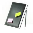 Kalender mit Notizzettel und Stift