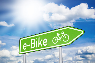 Wegweiser mit E-Bike