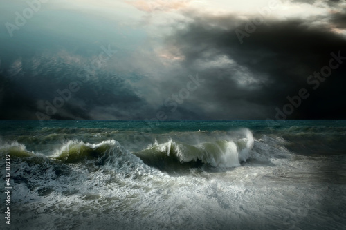 View of storm seascape © Andrii IURLOV