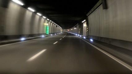 Fahren im Tunnel