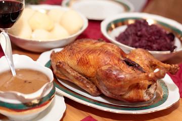 Sonntagsbraten Ente mit Rotkohl und Klößen