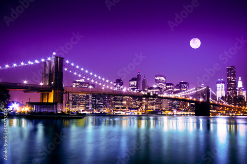 Aluminium Brug Brooklyn Bridge and NYC skyline with full moon