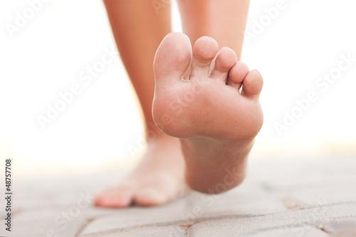 Leinwanddruck Bild Legs walking