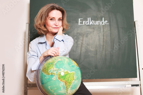 Erdkunde Lehrerin an der Tafel
