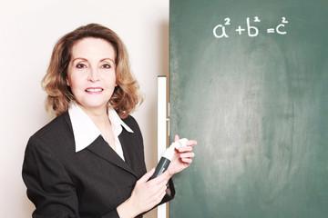 Mathematik Lehrerin an der Tafel