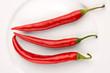 Drei rote Peperonis