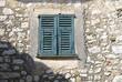 französisches haus - fenster in steinwand