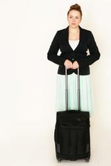 junge Geschäftsfrau mit Koffer