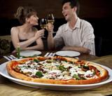 casal na pizzaria