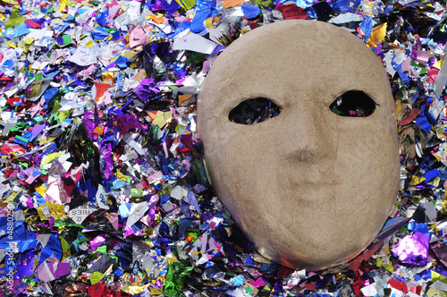 carnival mask and confetti