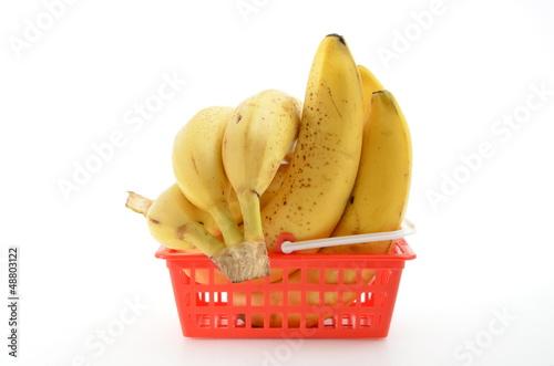Bananen im Einkaufskorb