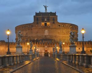 Bridge and castle Sant'Angelo at dawn