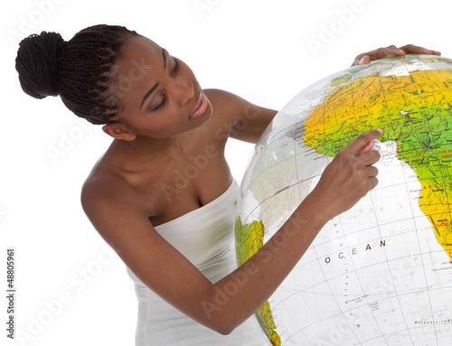Afrikanerin zeigt auf ihr Land